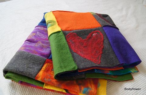 lapjes deken 63 blokken van 25x 25 cm door 70 mensen gemaakt voor een heel bijzonder persoon!